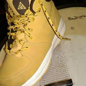 Kid reg Nike boot size13.5c